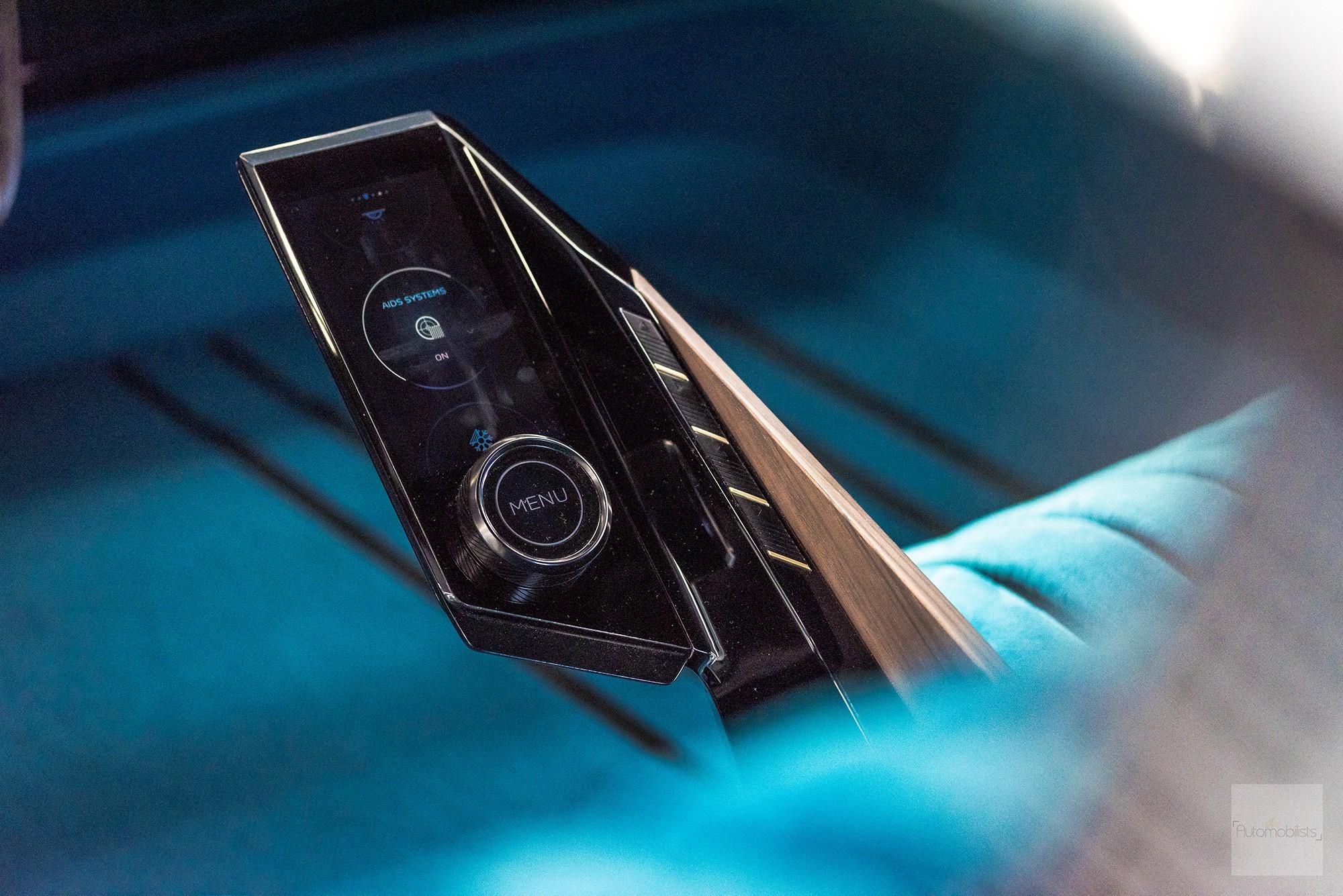 Peugeot P18 Paris Motor Show 2018 E Legend Concept Car detail accoudoir
