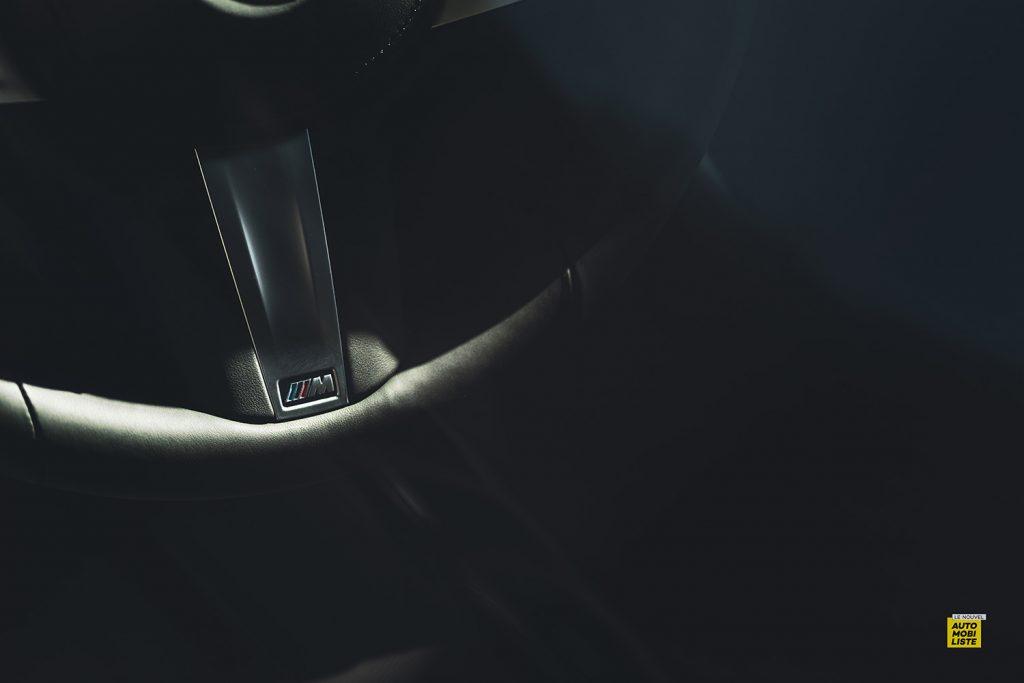 Essai bmw serie 3 320d MSport Luxury BVA8 detail finition volant logo