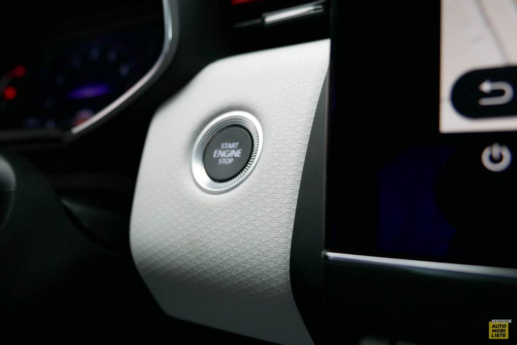 LNA 2019 Renault Clio V Intens Interieur Details 32