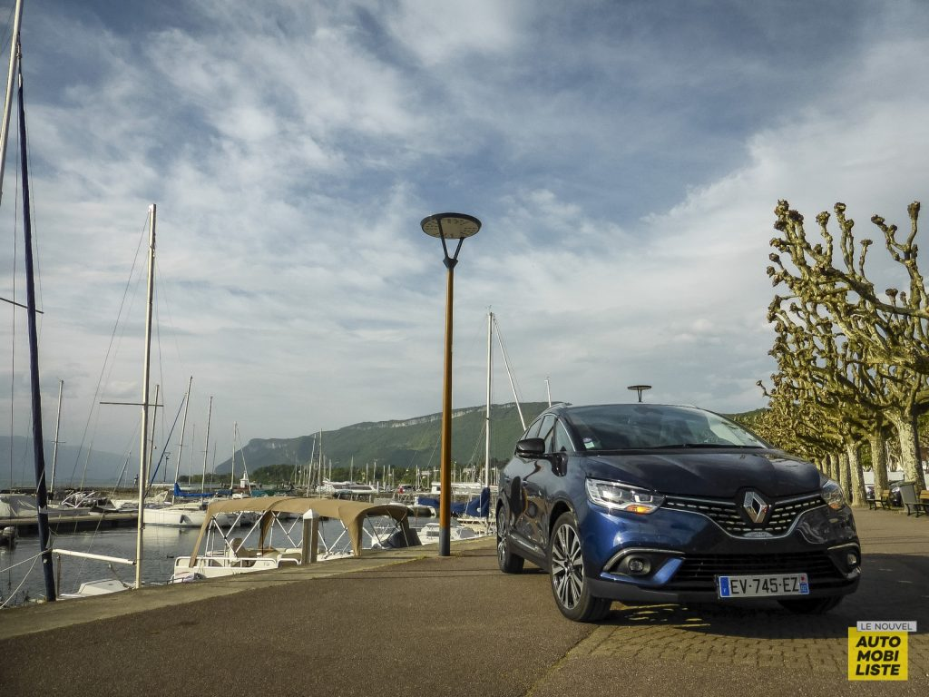 Renault Grand Scénic Initiale TCe 160 EDC Bleu Cosmos