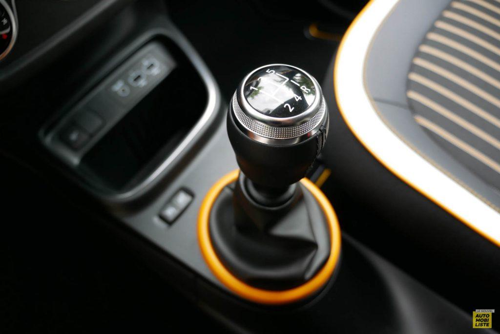 LNA Essai 2019 Renault Twingo 3.2 1.0 SCe Intens Interieur Detail 02