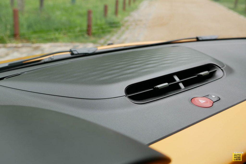 LNA Essai 2019 Renault Twingo 3.2 1.0 SCe Intens Interieur Detail 06