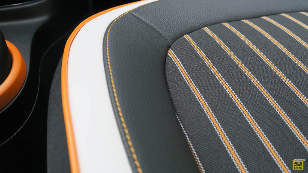 LNA Essai 2019 Renault Twingo 3.2 1.0 SCe Intens Interieur Detail 16