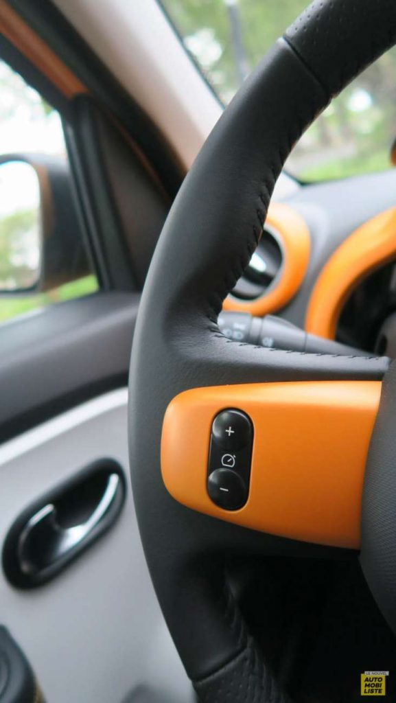 LNA Essai 2019 Renault Twingo 3.2 1.0 SCe Intens Interieur Detail 18
