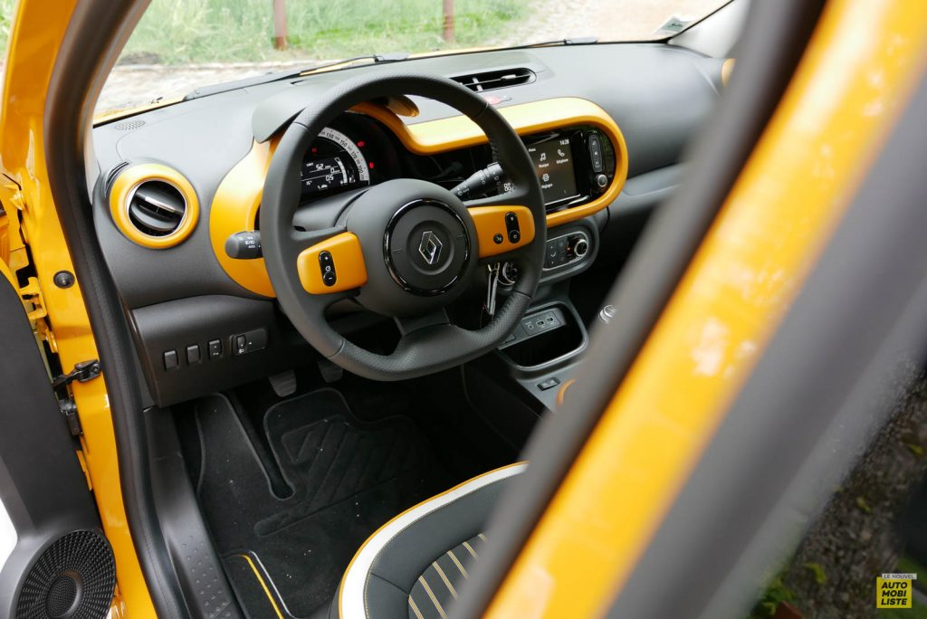 LNA Essai 2019 Renault Twingo 3.2 1.0 SCe Intens Planche de Bord 01