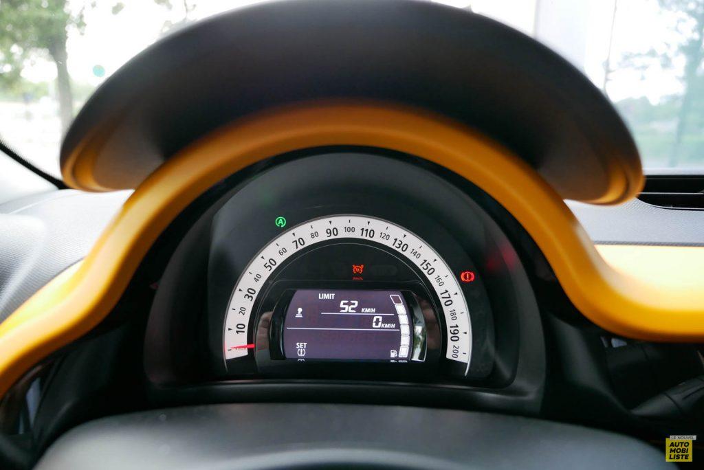 LNA Essai 2019 Renault Twingo 3.2 1.0 SCe Intens Planche de Bord 04
