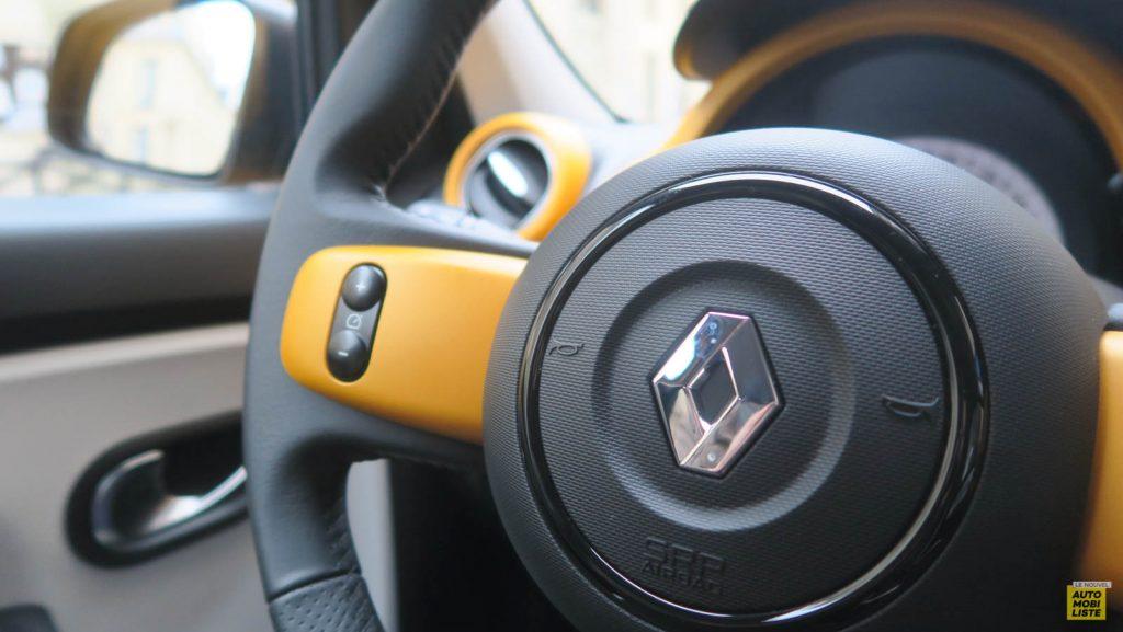 LNA Essai 2019 Renault Twingo 3.2 1.0 SCe Intens Planche de Bord 09