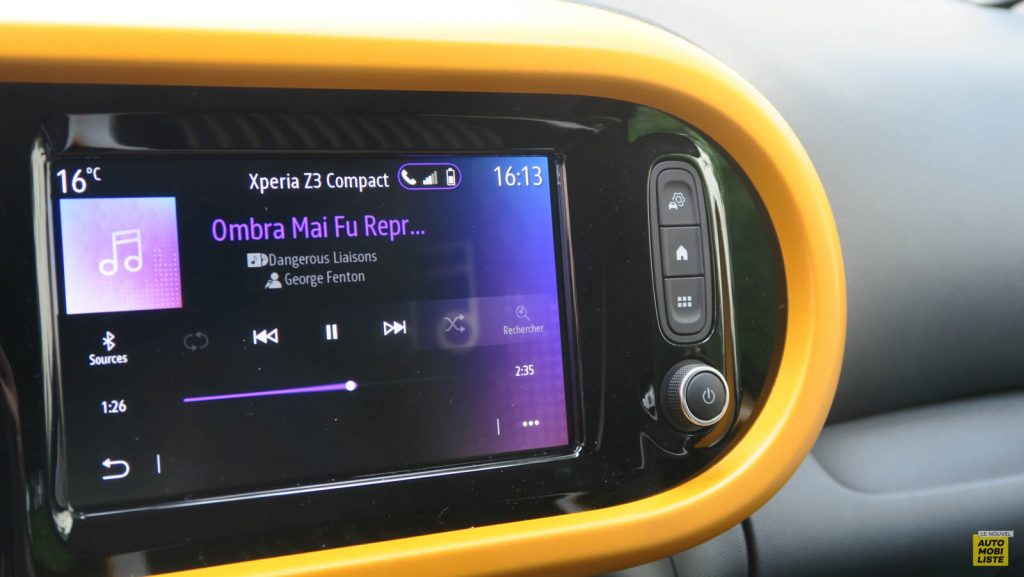 LNA Essai 2019 Renault Twingo 3.2 1.0 SCe Intens Planche de Bord 10