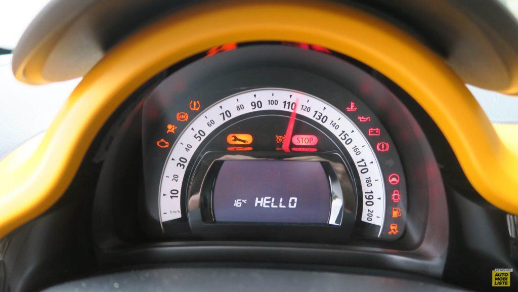 LNA Essai 2019 Renault Twingo 3.2 1.0 SCe Intens Planche de Bord 11