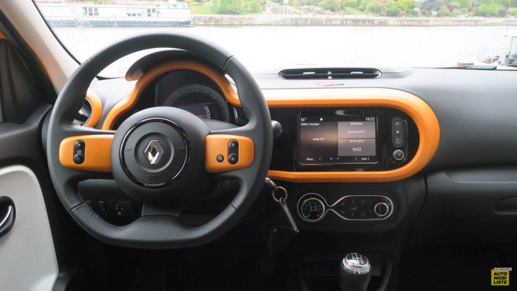 LNA Essai 2019 Renault Twingo 3.2 1.0 SCe Intens Planche de Bord 12