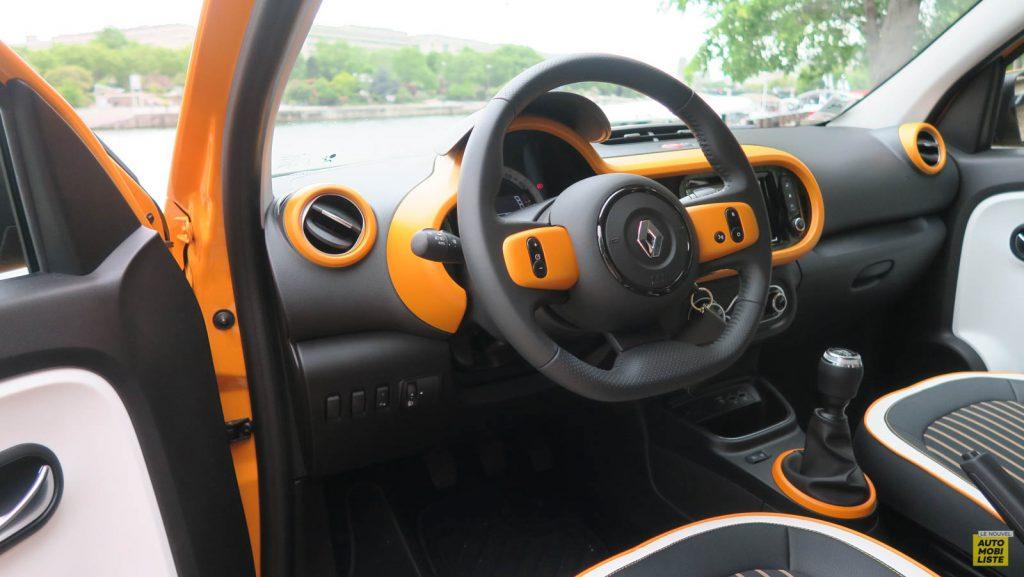 LNA Essai 2019 Renault Twingo 3.2 1.0 SCe Intens Planche de Bord 13