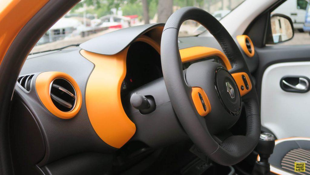 LNA Essai 2019 Renault Twingo 3.2 1.0 SCe Intens Planche de Bord 15
