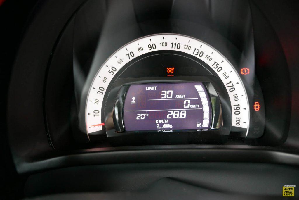 LNA Essai 2019 Renault Twingo 3.2 Le Coq Sportif Interieur Compteur 08