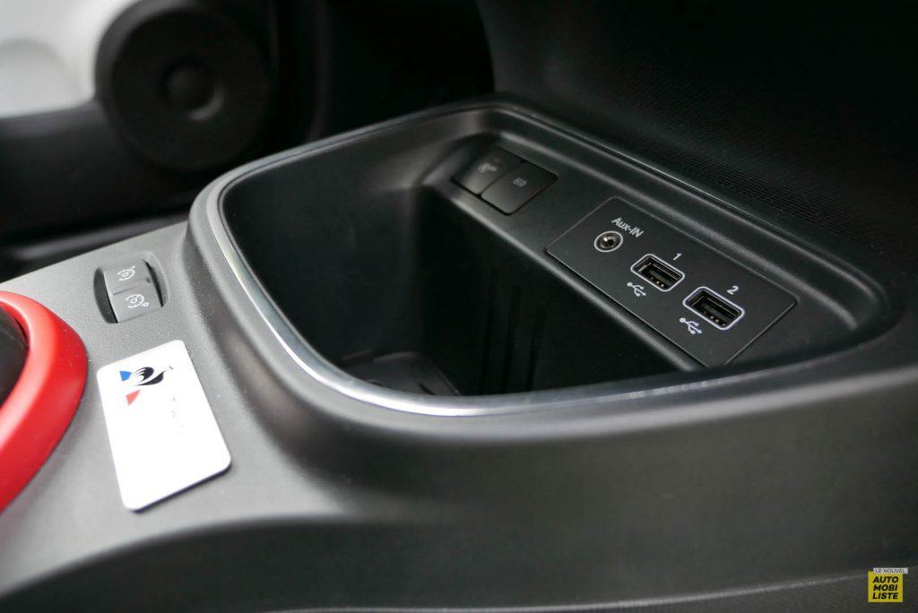 LNA Essai 2019 Renault Twingo 3.2 Le Coq Sportif Interieur Detail 01