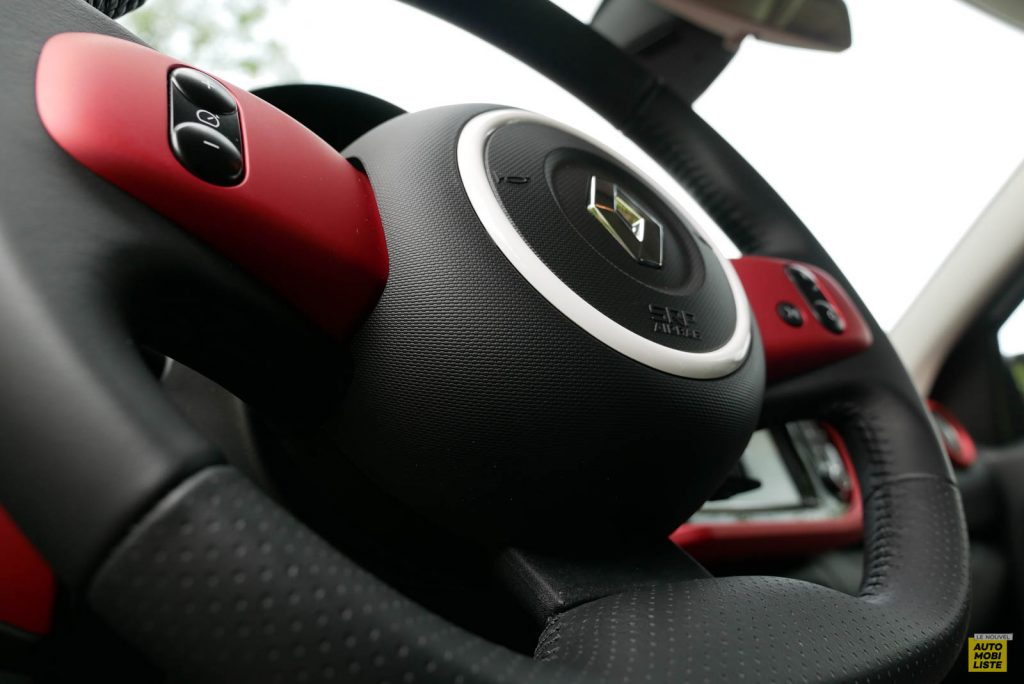LNA Essai 2019 Renault Twingo 3.2 Le Coq Sportif Interieur Detail 07