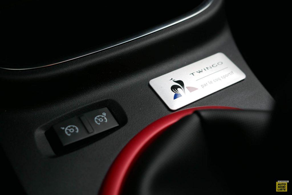 LNA Essai 2019 Renault Twingo 3.2 Le Coq Sportif Interieur Detail 22
