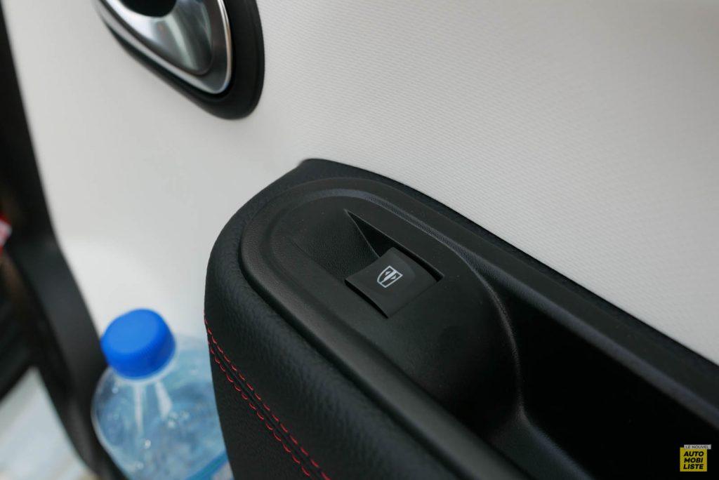 LNA Essai 2019 Renault Twingo 3.2 Le Coq Sportif Interieur Detail 24