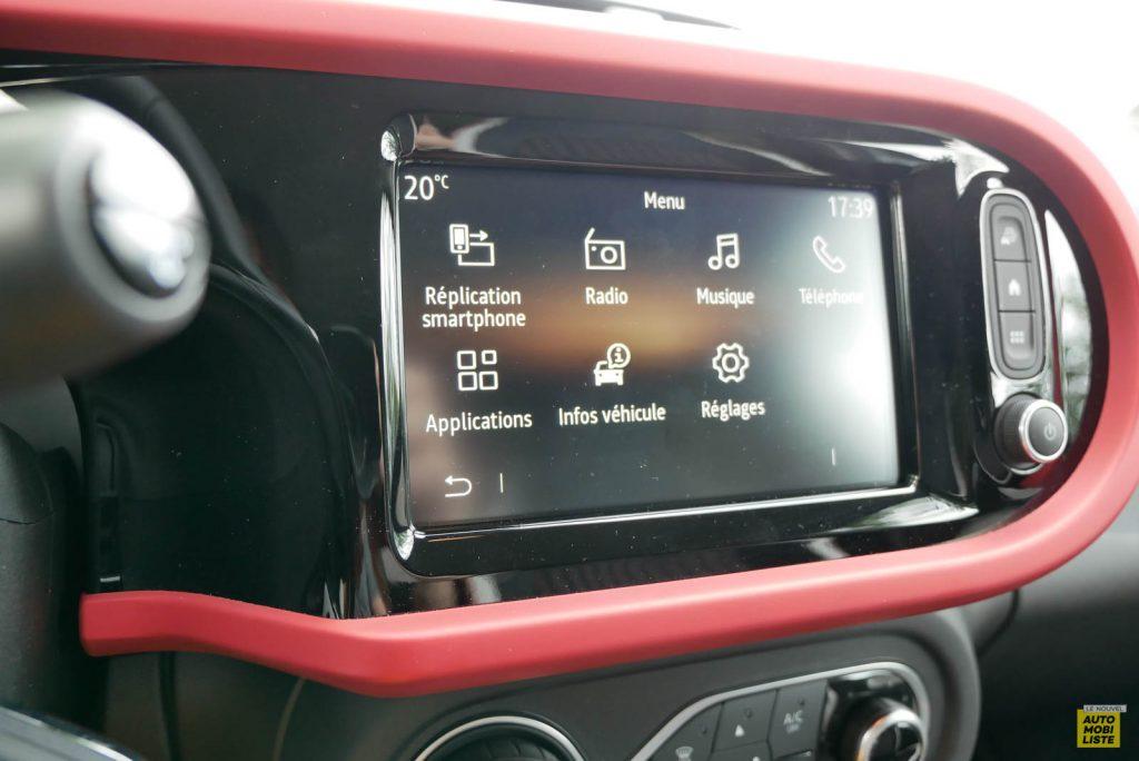 LNA Essai 2019 Renault Twingo 3.2 Le Coq Sportif Interieur Interieur Ecran 03