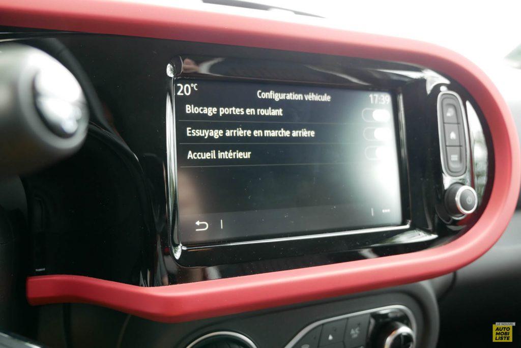 LNA Essai 2019 Renault Twingo 3.2 Le Coq Sportif Interieur Interieur Ecran 05