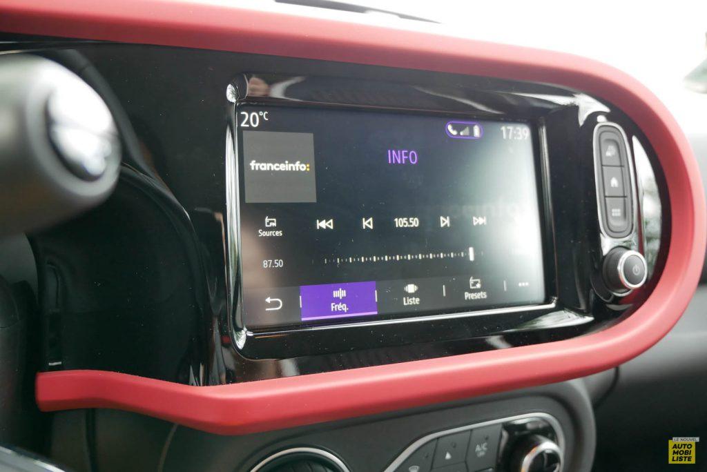 LNA Essai 2019 Renault Twingo 3.2 Le Coq Sportif Interieur Interieur Ecran 06
