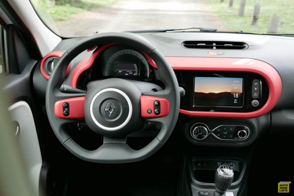 LNA Essai 2019 Renault Twingo 3.2 Le Coq Sportif Interieur Planche de Bord 06