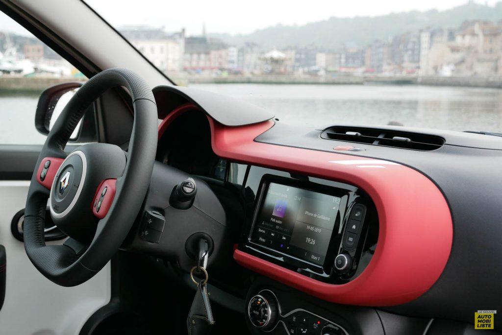 LNA Essai 2019 Renault Twingo 3.2 Le Coq Sportif Interieur Planche de Bord 07