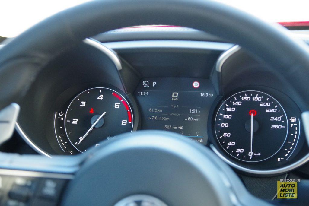 Alfa Romeo Giulia TI 2.2 190 AT8 rouge LNA FM 22