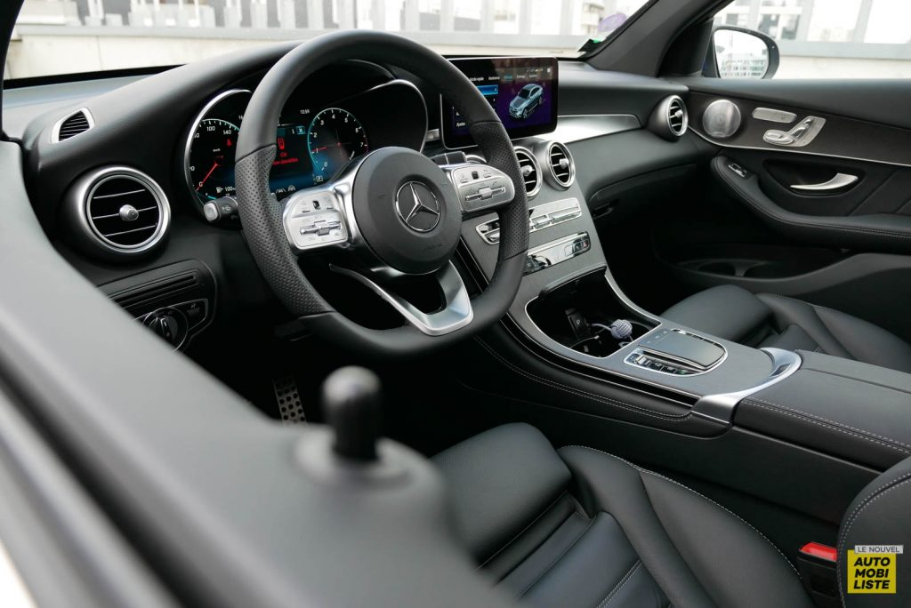 LNA Essai 2001 Mercedes Benz GLC Coupe Tableau de Bord 09