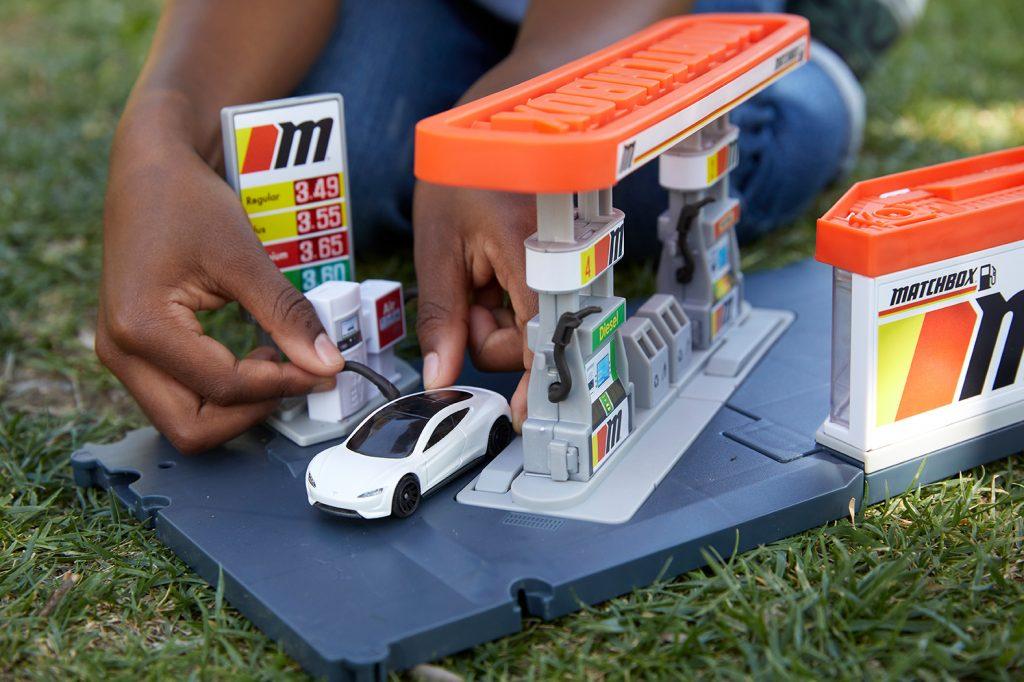 20210415 2021 Matchbox Tesla Roadster 04