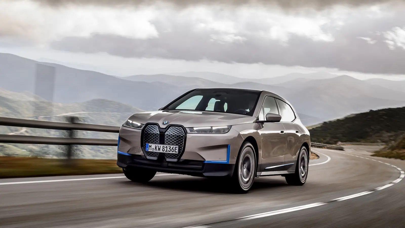 BMW iX 11