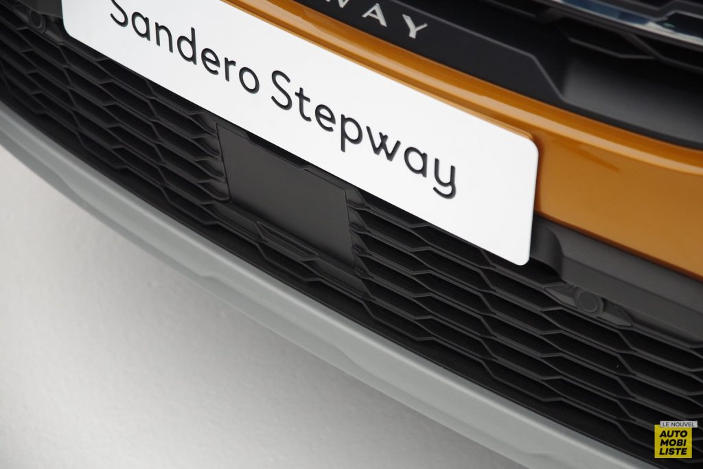 Dacia Sandero Stepway 2020 LNA FM 66