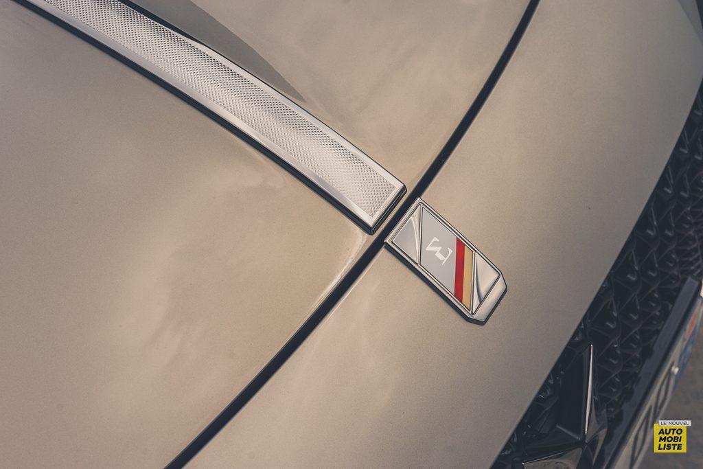 Essai DS9 E Tense THP 225 Hybride Crytal Pearl Finition Rivoli Opera Detail capot