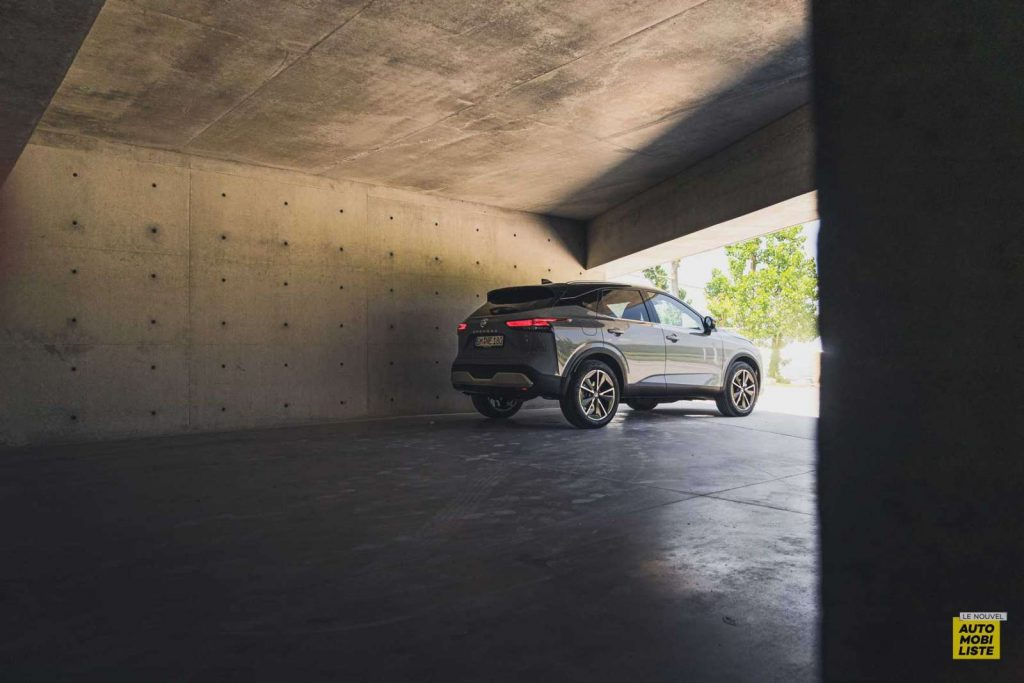Essai Nissan Qashqai 140 Mildhybrid TeknaGris Argile Design arriere