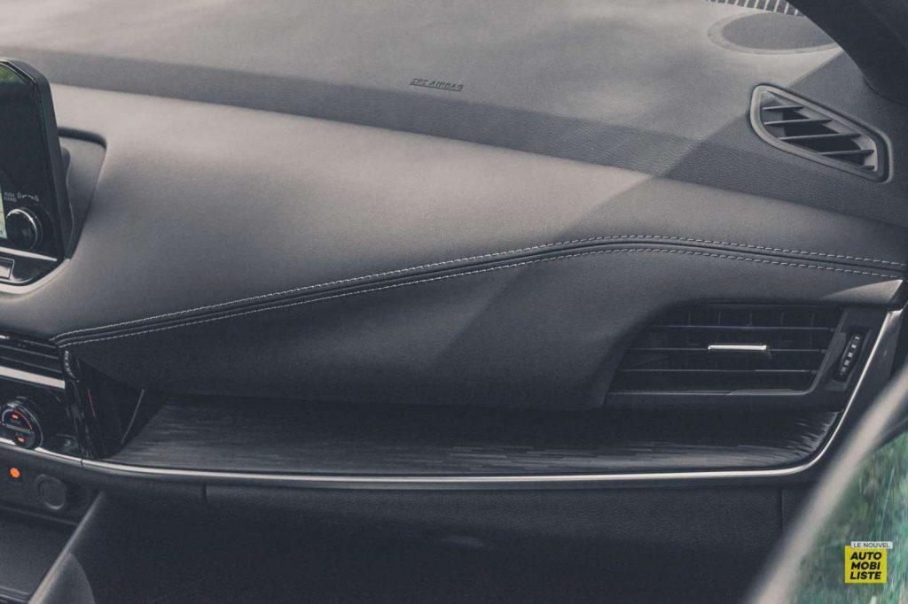 Essai Nissan Qashqai 140 Mildhybrid TeknaGris Argile Detail planche de bord