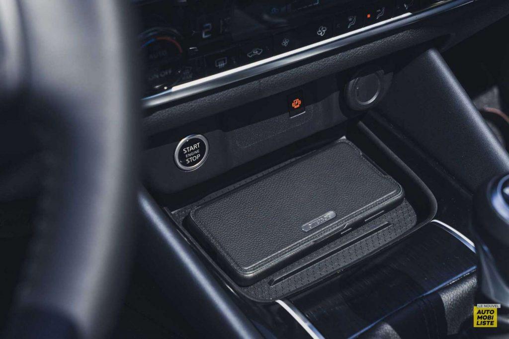 Essai Nissan Qashqai 140 Mildhybrid TeknaGris Argile Recharge smartphone induction