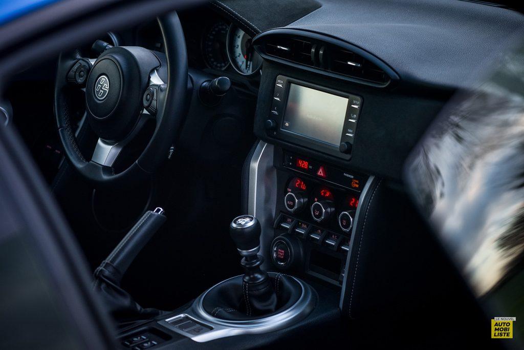 Essai Toyota GT86 D 4S Racing Blue Edition Planche de bord