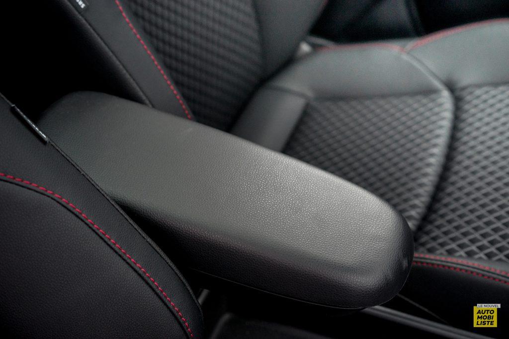Essai Toyota Yaris La Premiere Edition Hybride Accoudoir