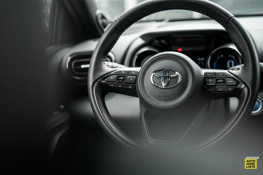 Essai Toyota Yaris La Premiere Edition Hybride Commandes volant
