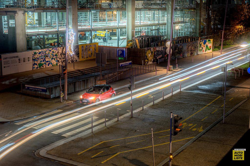 Essai Toyota Yaris La Premiere Edition Hybride Dans la ville 2
