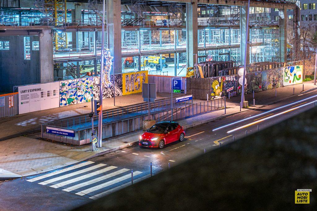 Essai Toyota Yaris La Premiere Edition Hybride Dans la vville