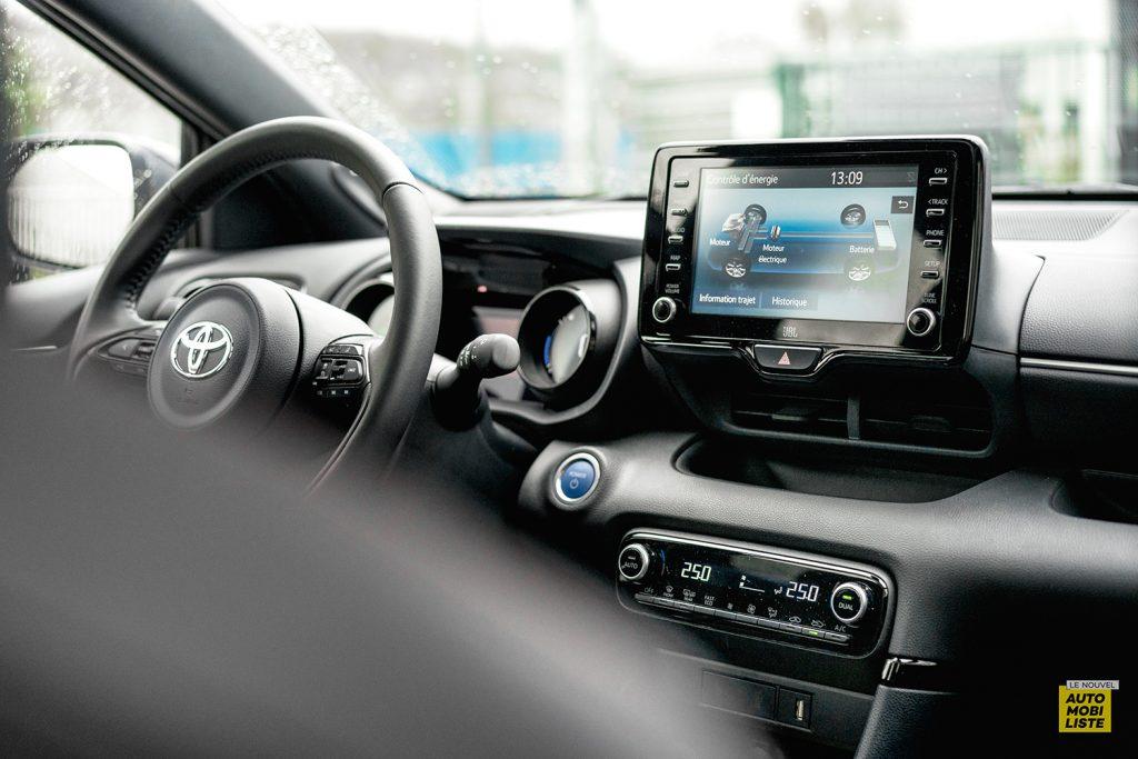 Essai Toyota Yaris La Premiere Edition Hybride Planche de bord