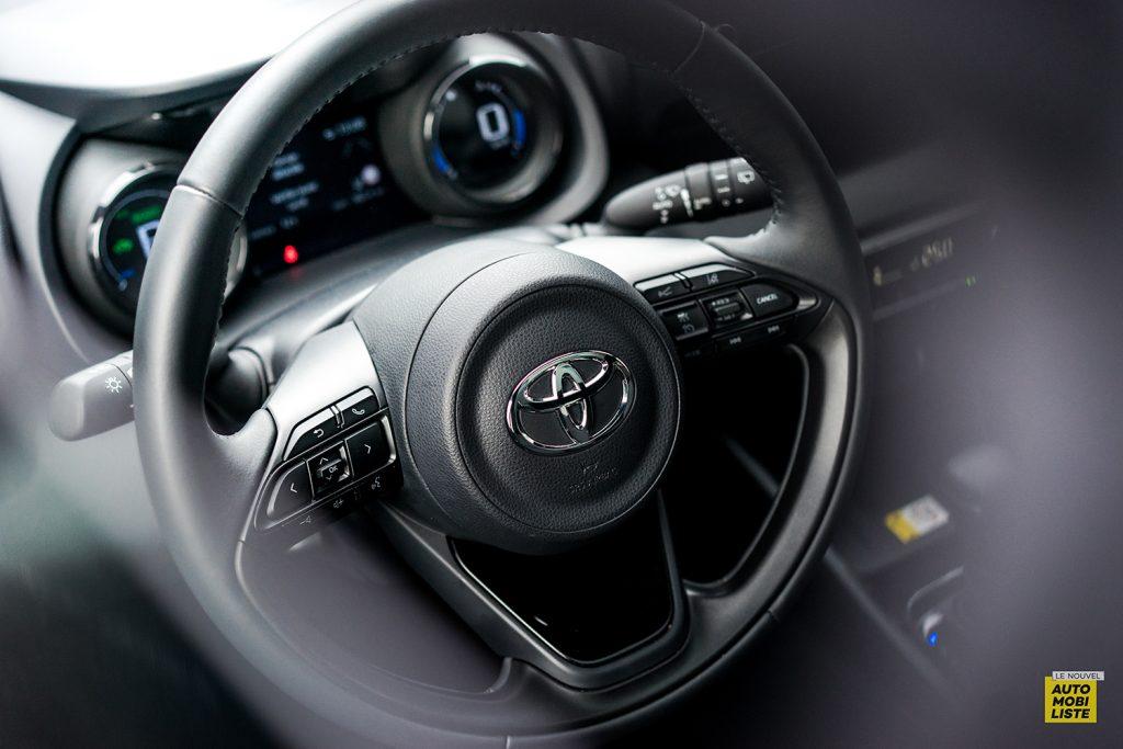Essai Toyota Yaris La Premiere Edition Hybride Volant 3 branches