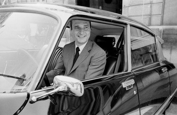 Jacques Chirac arrive dans la cour de l Elysee original backup