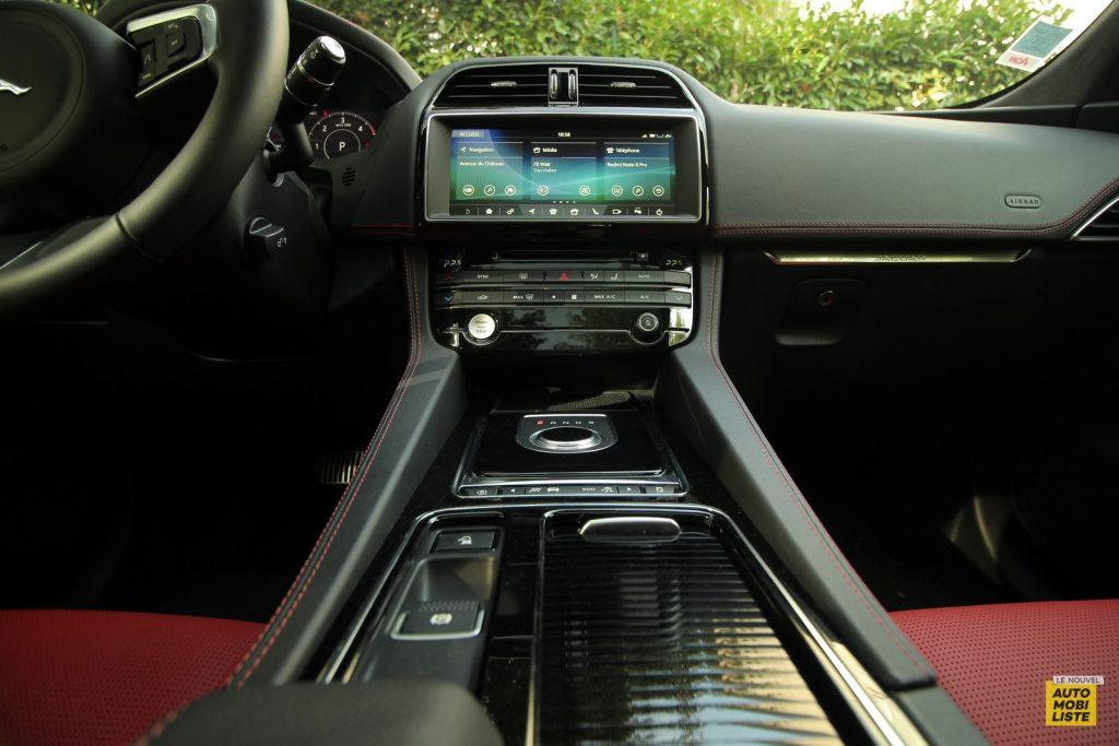 Jaguar F Pace LNA Dumoulin 2020 50