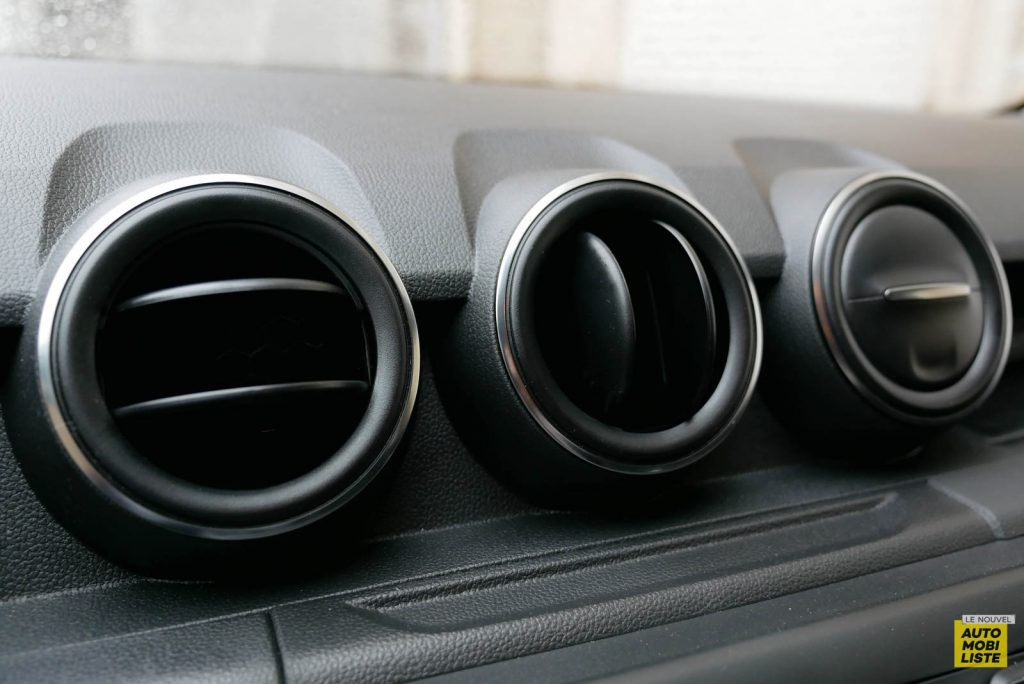 LNA 2007 Essai Dacia Duster Eco G Tableau de Bord 001
