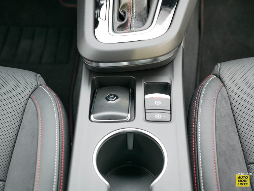 LNA 2103 ESSAI Renault Arkana TCe 140 Interieur Detail 006