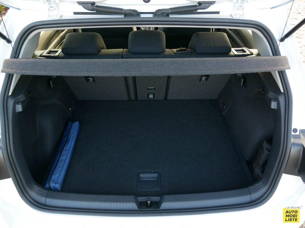 LNA ESSAI 2012 VW Golf eTSI Coffre 002
