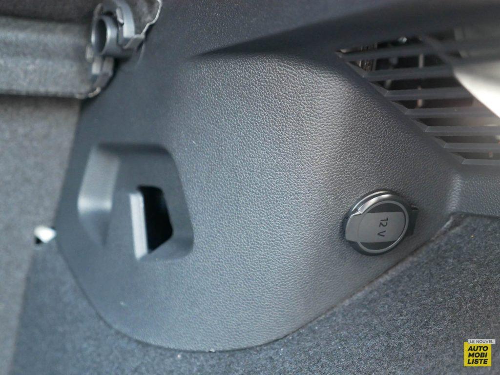 LNA ESSAI 2012 VW Golf eTSI Coffre 004