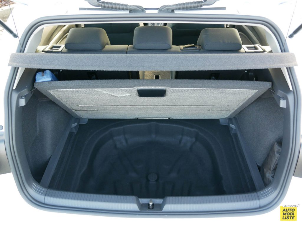 LNA ESSAI 2012 VW Golf eTSI Coffre 007