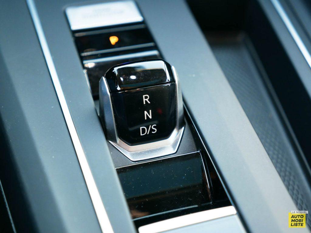LNA ESSAI 2012 VW Golf eTSI Interieur Detail 005